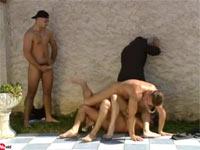 Rudelbumsen Doppeldecker im Garten Orgien Sexfilm