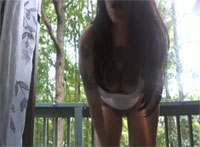 Anna das Teenie Luder stript gern Outdoor