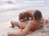 Super Geile Blondine Gibt Blowjob am Strand