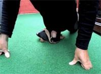 Schuh Fetischist wichst in High Heels