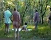 Spontaner Gruppensex im Park