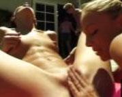 Pornostars feiern eine Sex Orgie im Freien