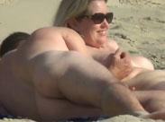 Paar am Strand heimlich beim Sex gefilmt