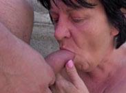 Fette Oma lässt sich von einem Fremden ficken
