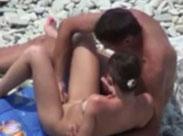 Heisse Nudisten ficken heimlich am Strand