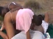 Heisse Afrikanerinnen in der Steppe gefickt