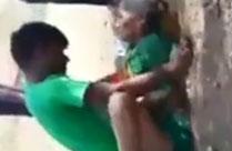 Indische Oma auf der Strasse gefickt