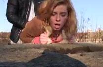 Mädchen hart auf der Strasse gefickt