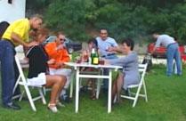 Swinger Club feiert Orgie im Garten