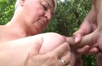 Fette Oma im Wald gebumst